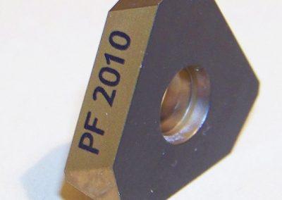 Popis kovu laserem
