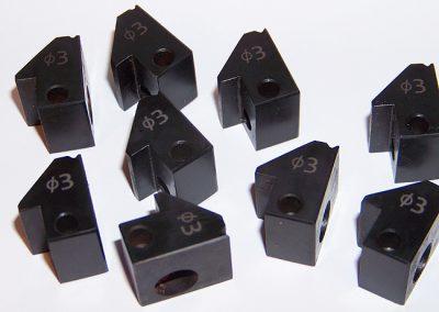 Popis malých kovových součástek laserem