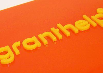 Štítek z plexi - písmena řezaná laserem