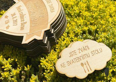 Dřevěné gravírované svatební oznámení