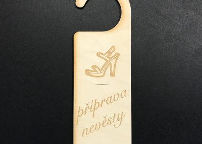 visačka na dveře - nevěsta