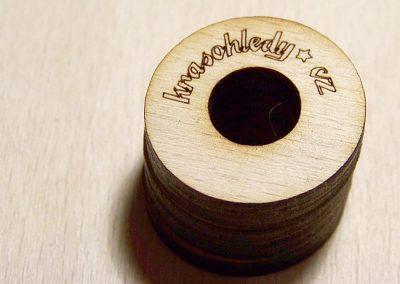 Laserový popis a výsek dřeva