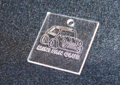 Přívěšek z plexi řezaný laserem