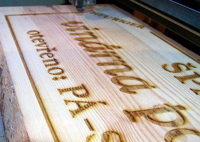 Výroba nápisu laserem